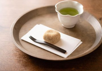 大阪府堺市 小島屋の『けし餅』と井藤昌志さんのトレイ