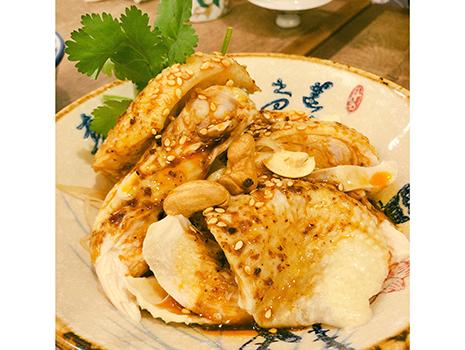 昨年、巣鴨にオープンした「中洞」は、四川料理の名店「芝蘭」の料理長が奥様と始めたお店。