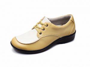 「トパーズモア」は、足なりにゆったりと設計したつま先と幅広の4Eサイズなので、足指が圧迫されることなく、快適な歩行が可能です。