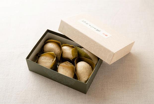 今回ご紹介するのは、木曽川の南に位置する愛知県尾張地方の老舗和菓子店、大口屋さんの『餡麩三喜羅(あんぷさんきら)』です。
