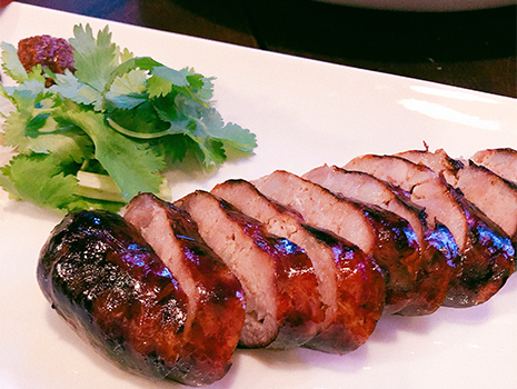 智林は、お酒と楽しむ中華という、なんとも素敵なコンセプト。 アラカルトOKだし、4500円と7000円のコースもある。