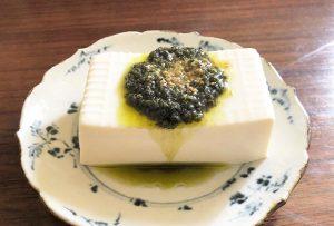『大葉ソース』は、大葉・にんにく・オリーブオイル・食塩を合わせていて、これだけでおいしいのが魅力。
