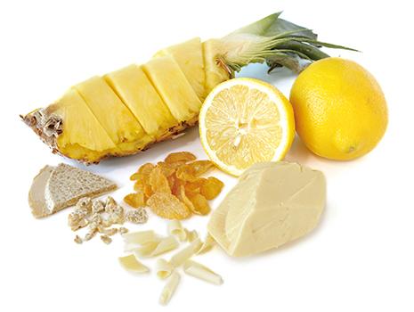 ひと口かじると、サクサクしたクランチとレモンチョコレートがほどけ、香ばしさとさわやかな果実の風味、やさしい甘さが広がります。ドライフルーツの果実感も印象的。