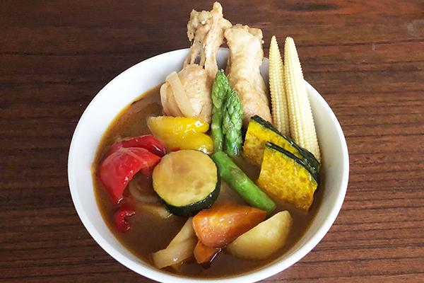 北海道「北海道どさんこプラザ有楽町店」で見つけた「うちのスープカレー」「じゃが豚」「北の小さなケーキ ハスカップジュエリー」「鮭荒ほぐし」