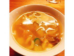コース中盤で供される、金華ハムだけで塩味を出した上湯スープは素晴らしすぎた。