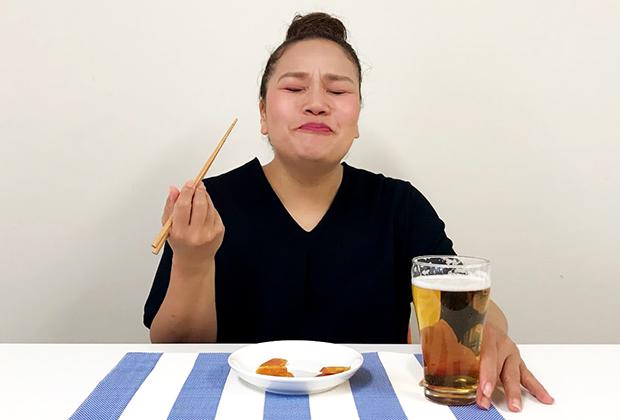 冷凍の真空で届いたとは思えない、濃厚なコクと香り。舌に乗せるだけで、からすみの香りが口の中いっぱいに広がりますよ!