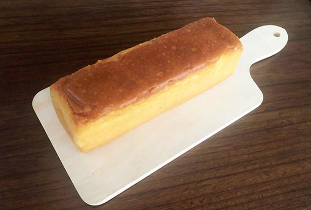 シンプルながら美しく焼き上がっているパウンドケーキ
