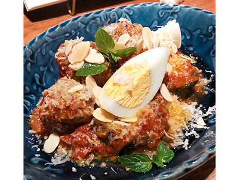 「生シラスのマリナート」とか「仔羊の肉団子」とか「豚舌のボッリート」とか、どうです、食べたいでしょ? と語りかけられているようなさすがのラインナップ。