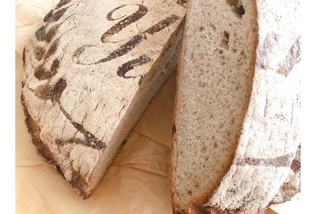 パンは十字にカットしてから、2㎝くらいの厚さにカットして冷凍保存(2週間程度)できます。