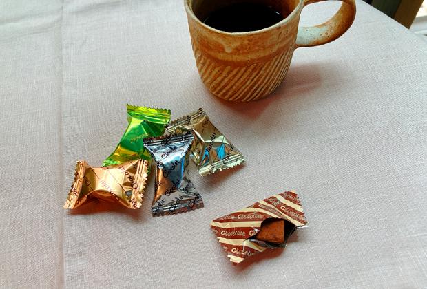 「ショコラ生チョコ仕立て」は、大袋にダイス型のチョコが詰められた商品
