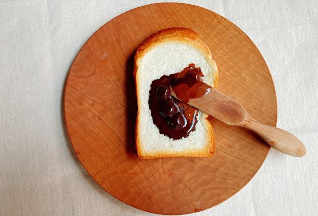 トースターで焼く時、仕上がりの最後のほうにチョコレートを投入すればトロッと溶けだす